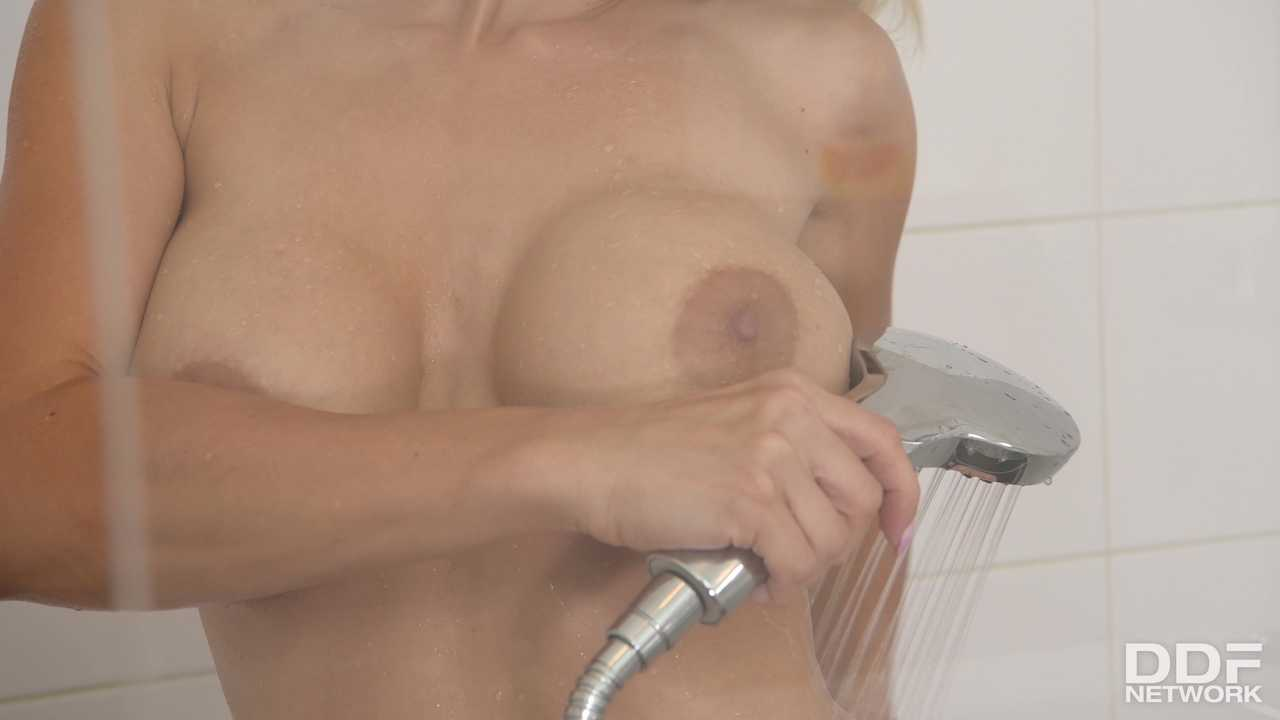 Wet XXX Play Leads To Anal